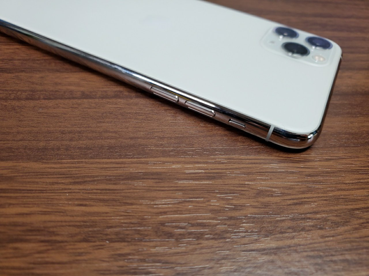 iPhone 11 Pro Max電源ボタン