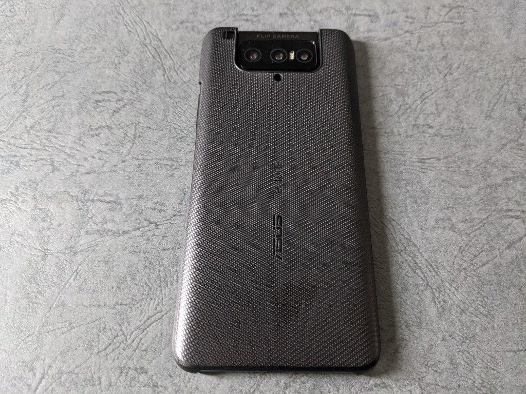 ZenFone 7 Pro付属カバー装着
