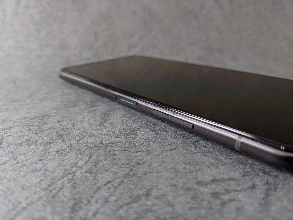 ZenFone 7 Pro電源ボタン