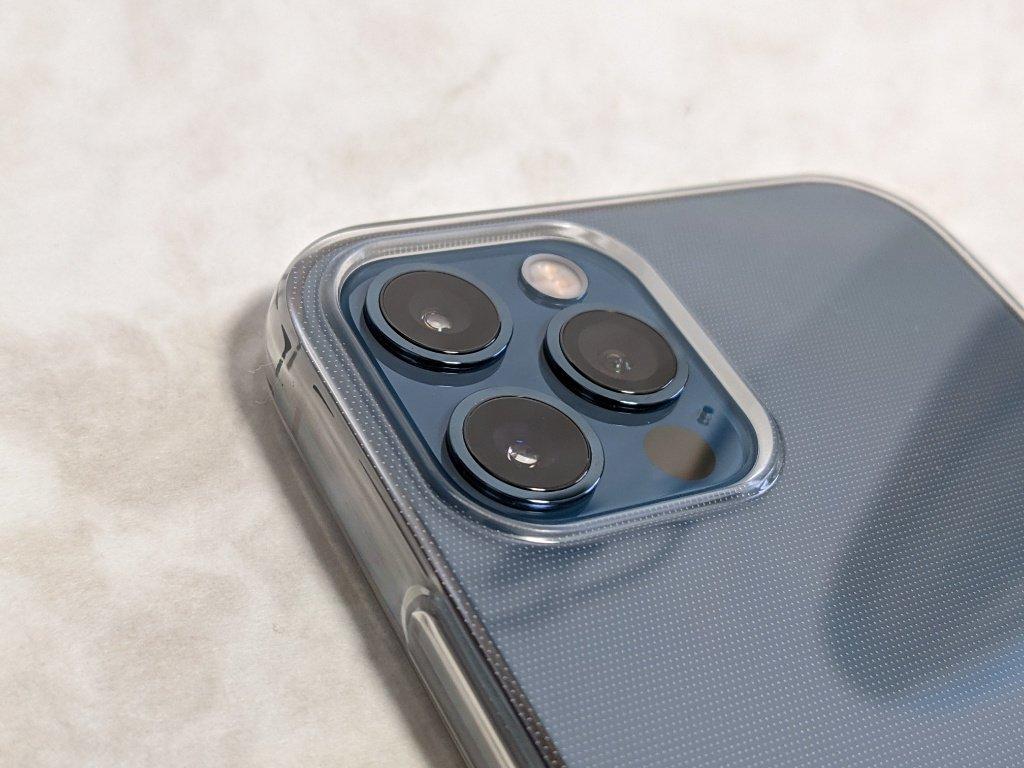 iPhone 12用の保護ケースのカメラ周り