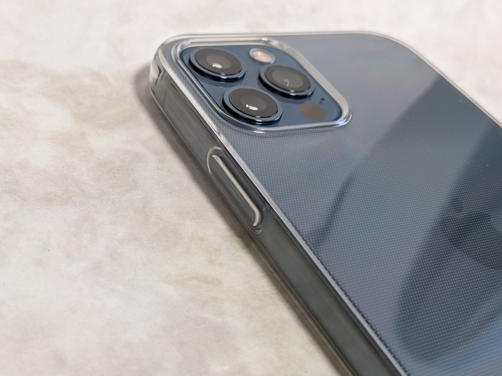 iPhone 12用保護ケースのカメラ周り