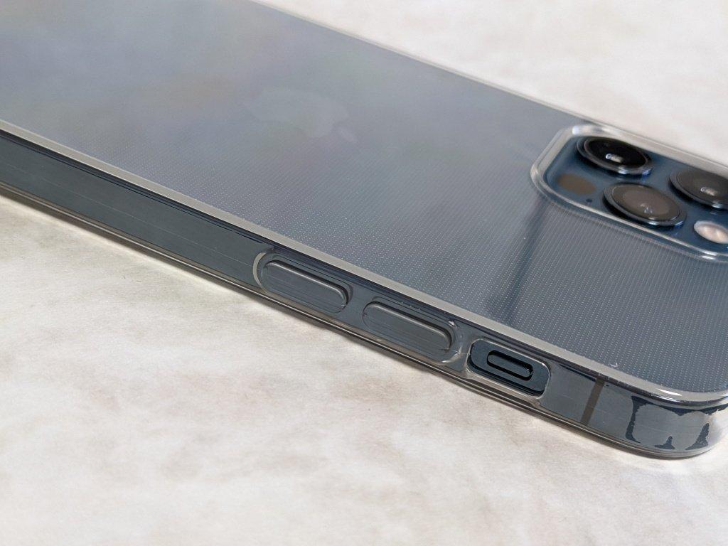 iPhone 12用保護ケースのボタン