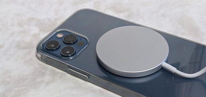 iPhone 12 Pro充電中