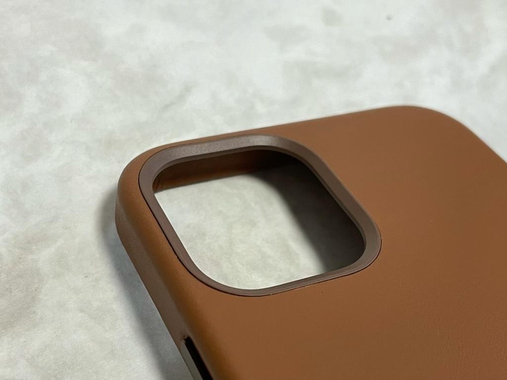 iPhone 12 Pro用レザーケースカメラまわり