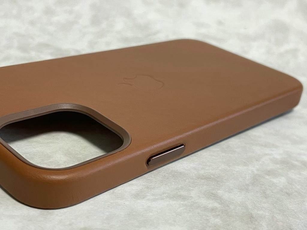 iPhone 12 Pro用レザーケース電源ボタン