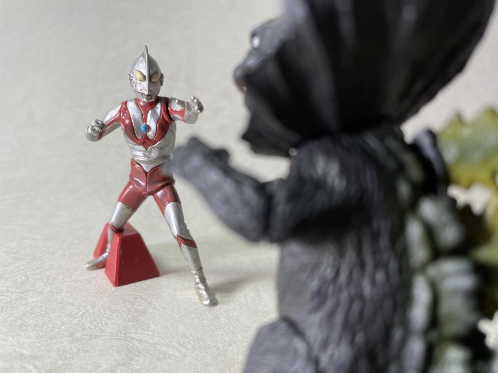 ウルトラマンとジラース