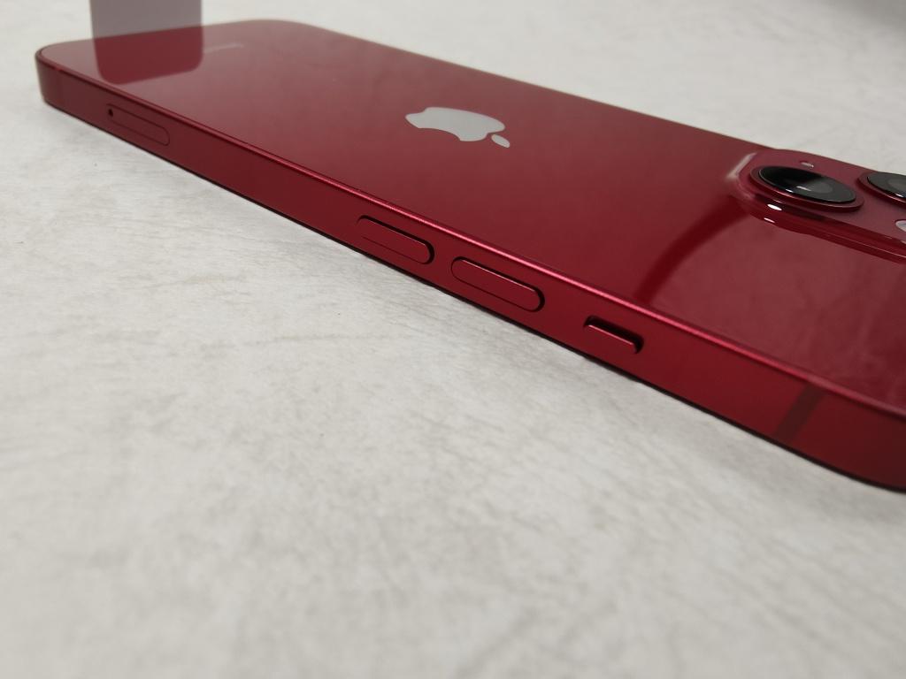 iPhone 13音量ボタン